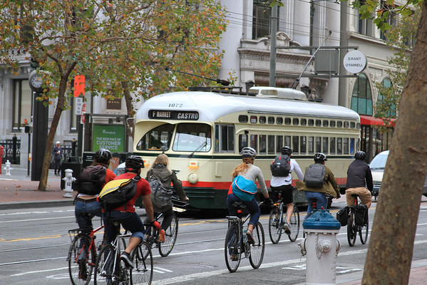 San Franciscans heading to work, to RICON and wherever they want to.